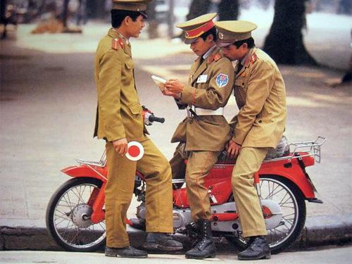 Canh sat Hanoi xua